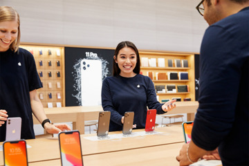 Staff in the new Apple Fifth Avenue. (Source: Apple)