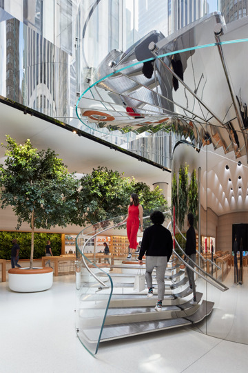 The revamped spiral staircase in the new Apple Fifth Avenue. (Source: Apple)