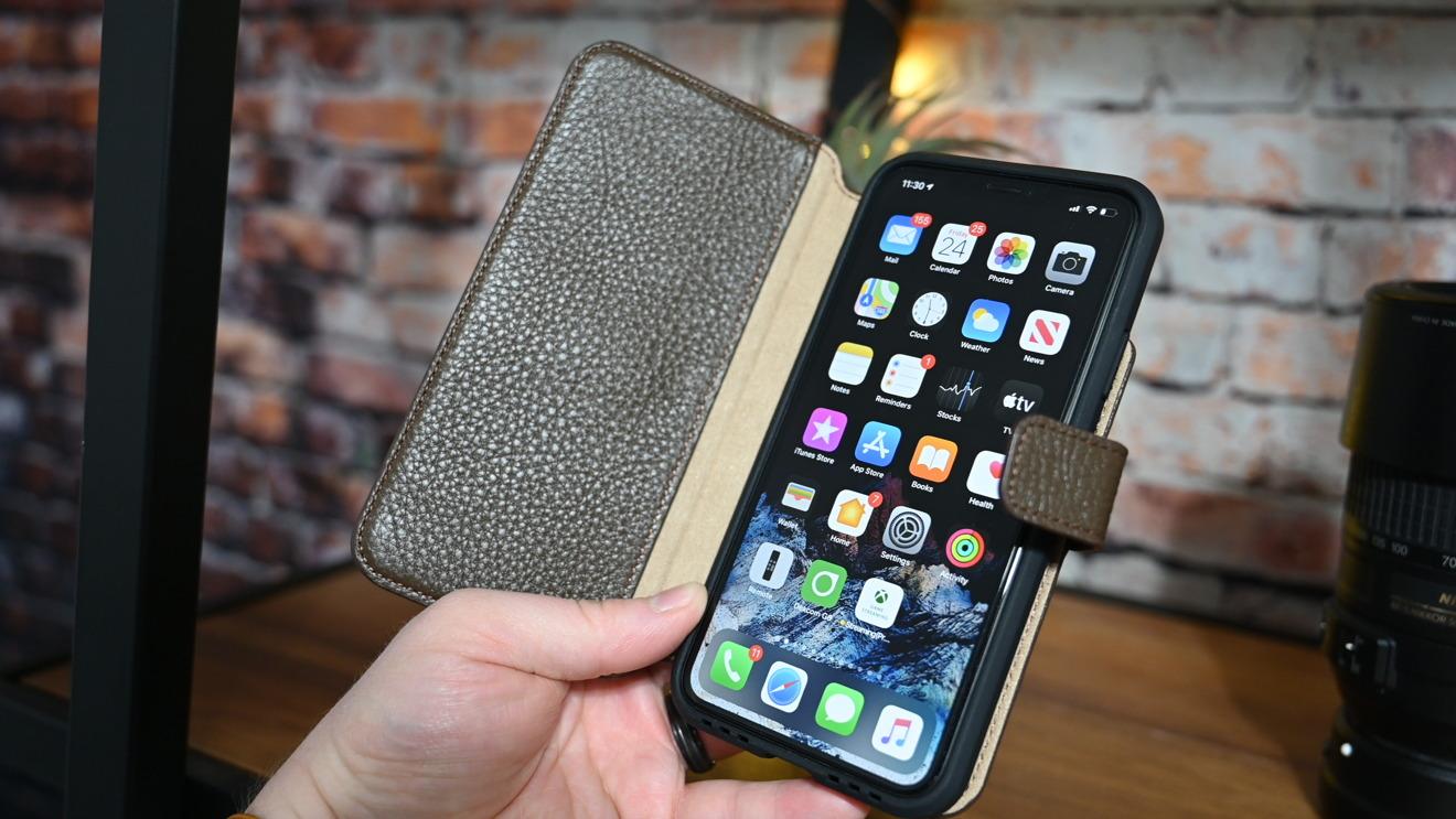 iPhone 11 Pro Max in the Hex folio