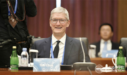 photo of Tim Cook is the board chairman of Tsinghua University's School of Economics and Management image