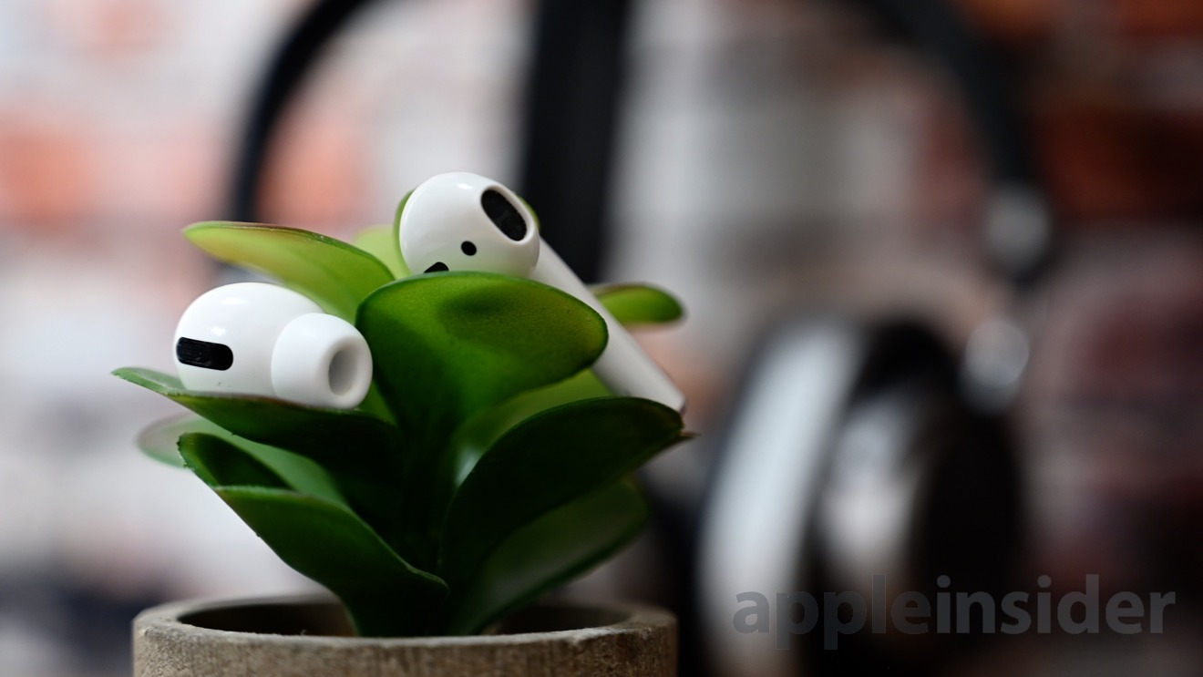 AirPods Pro (left earbud) and AirPods (right earbud)