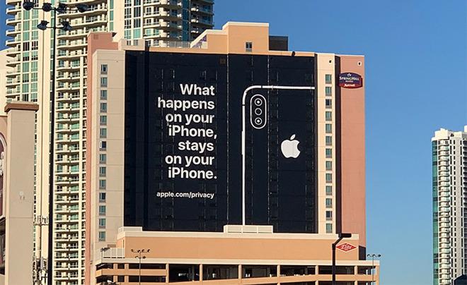 Las Vegas billboard ad. (Photo: Chris Velazco via Twitter)