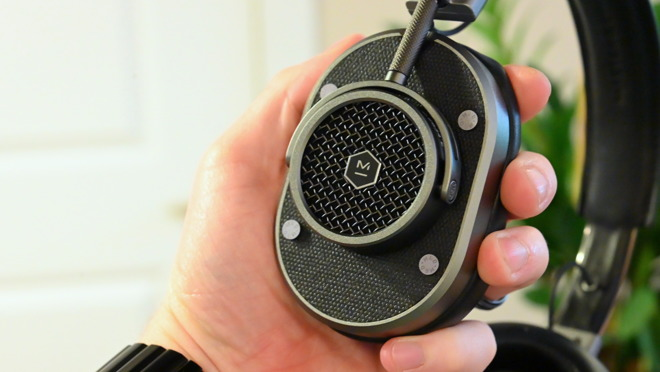 Great detail work on the exterior of each earcup