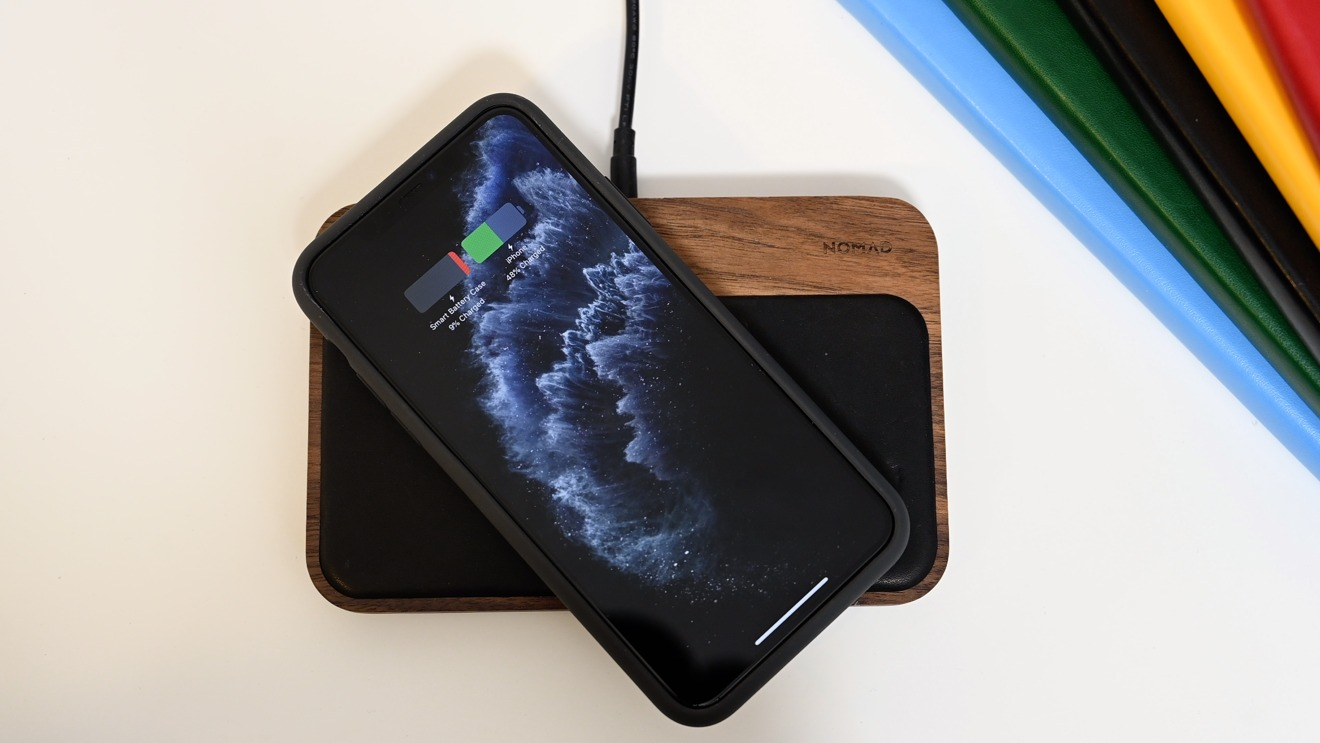 The Apple Smart Battery Case charges also over Qi