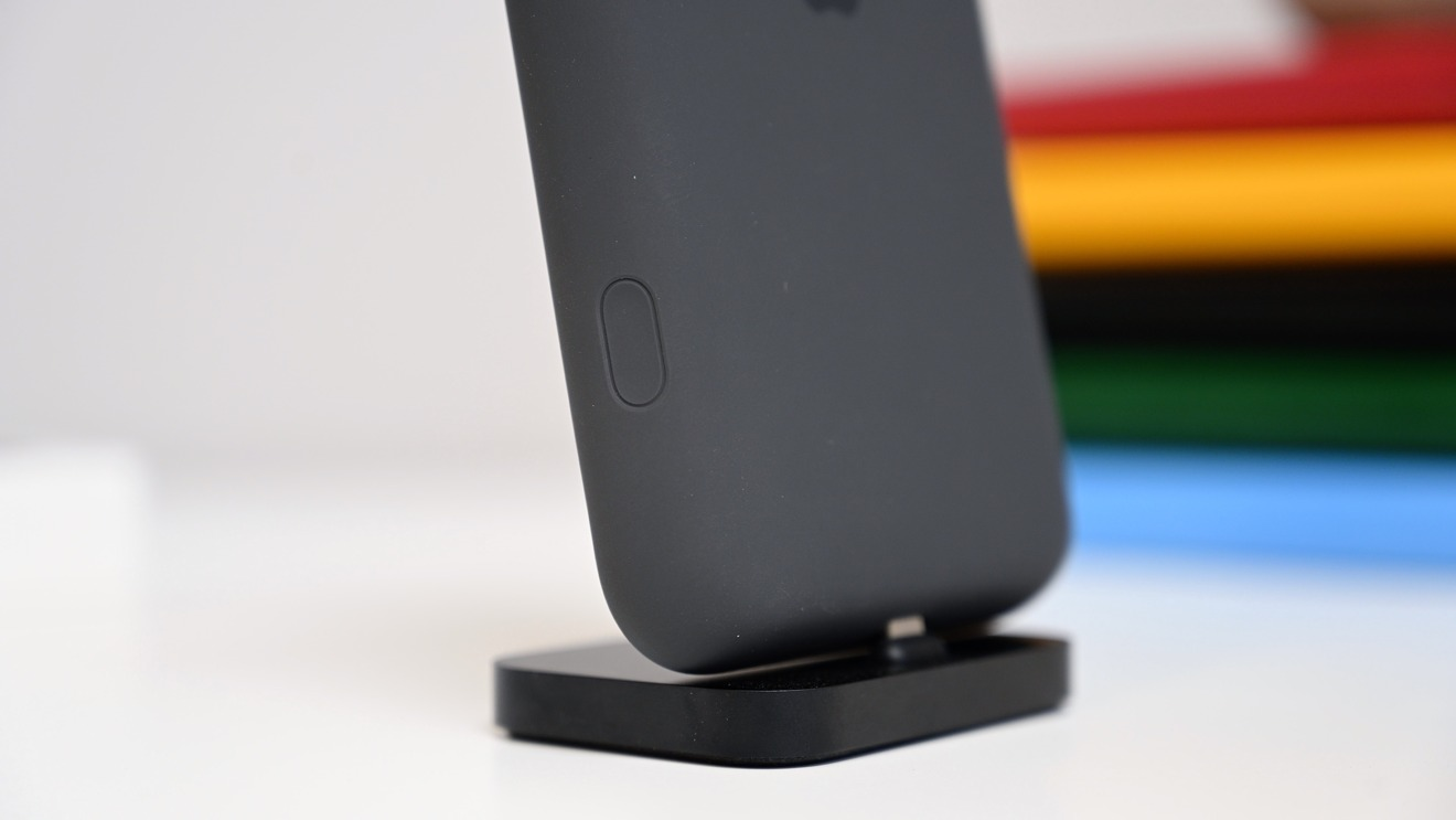 The new dedicated camera button on the Smart Battery Case