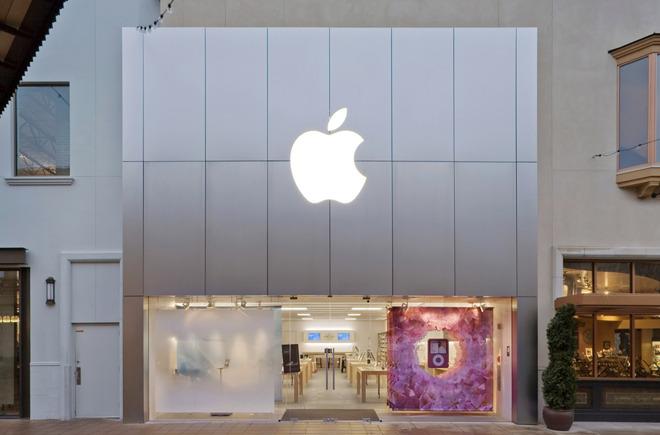 The Bridgeport Village Apple Store in Oregon