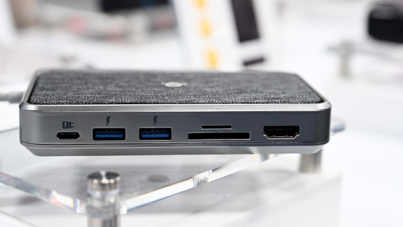 Alogic three-in-one battery, charger, and hub