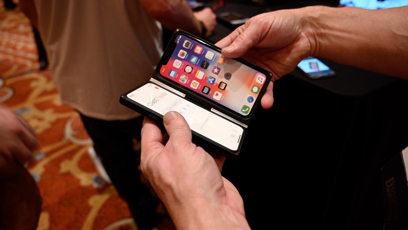 CastAway multi-screen iPhone case