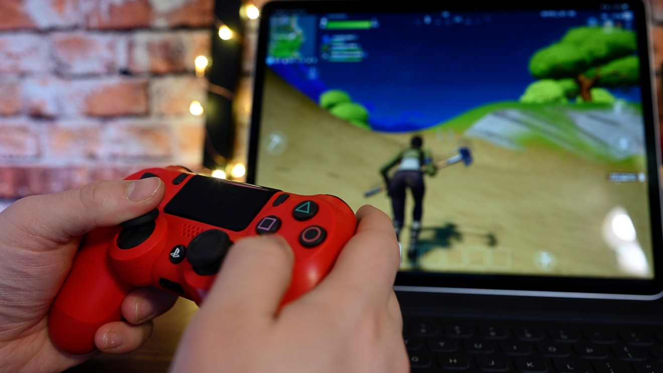 Fortnite For Ios Update Brings L3 R3 Controller Button Support 120hz Appleinsider Ipad air 2 and newer; fortnite for ios update brings l3 r3
