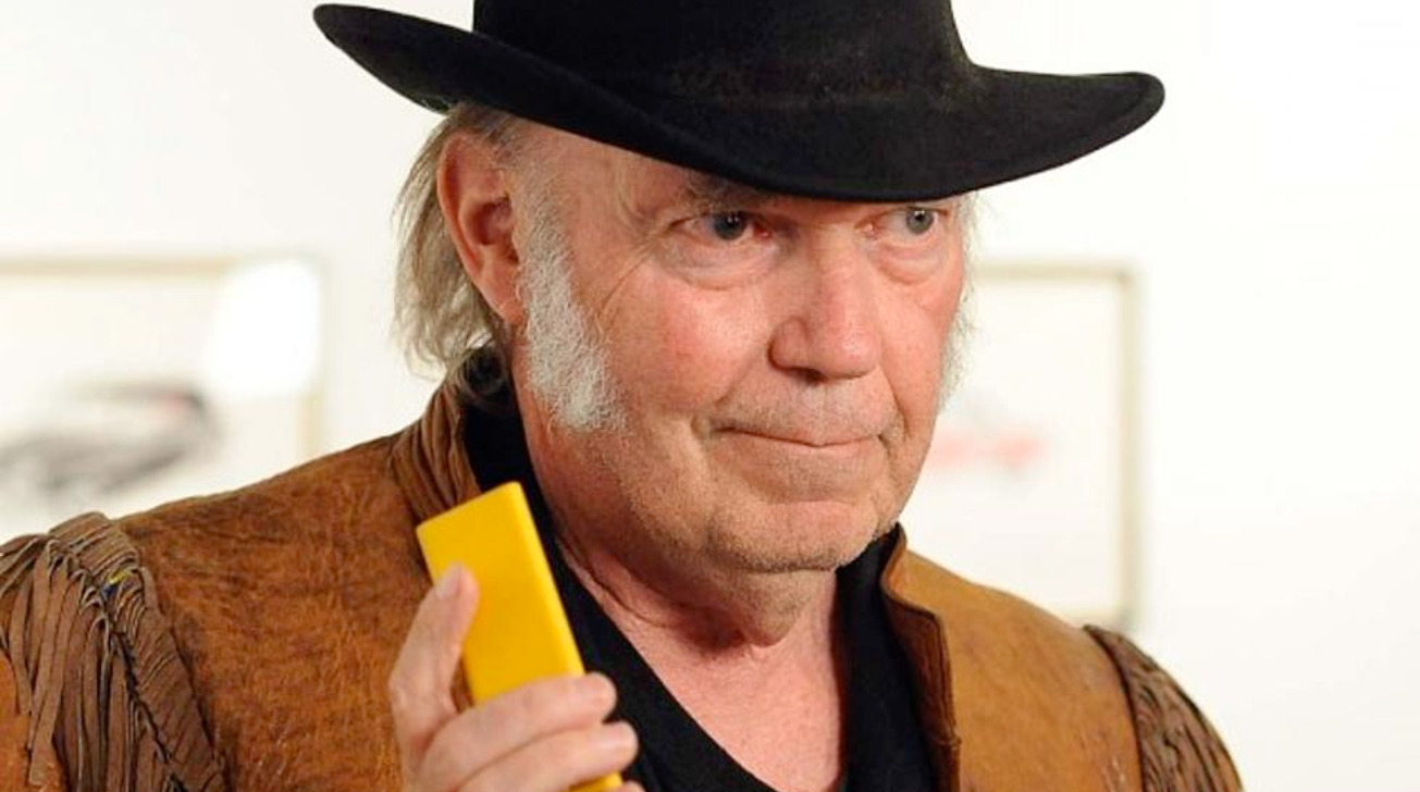 Neil Young rails against 'Fisher-Price' MacBook Pro audio for music production