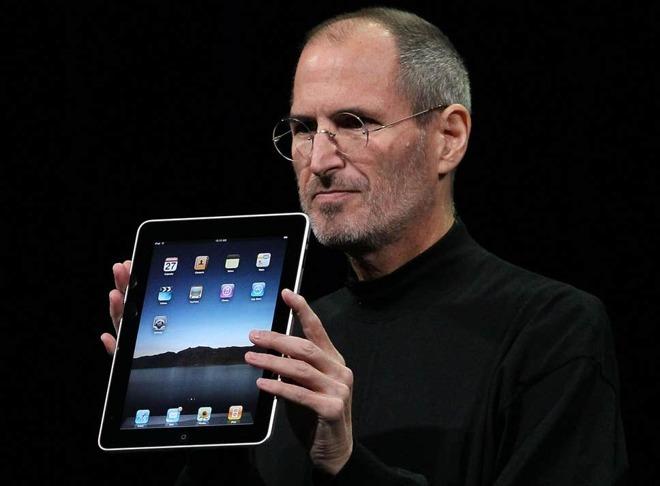 Steve Jobs reveals the iPad