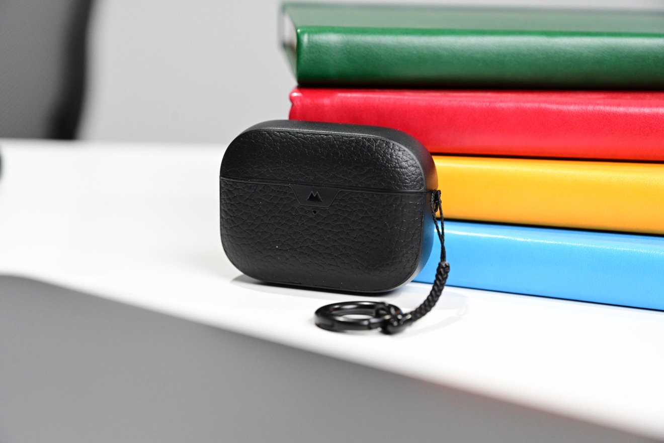 Black leather Mous AirPods Pro case