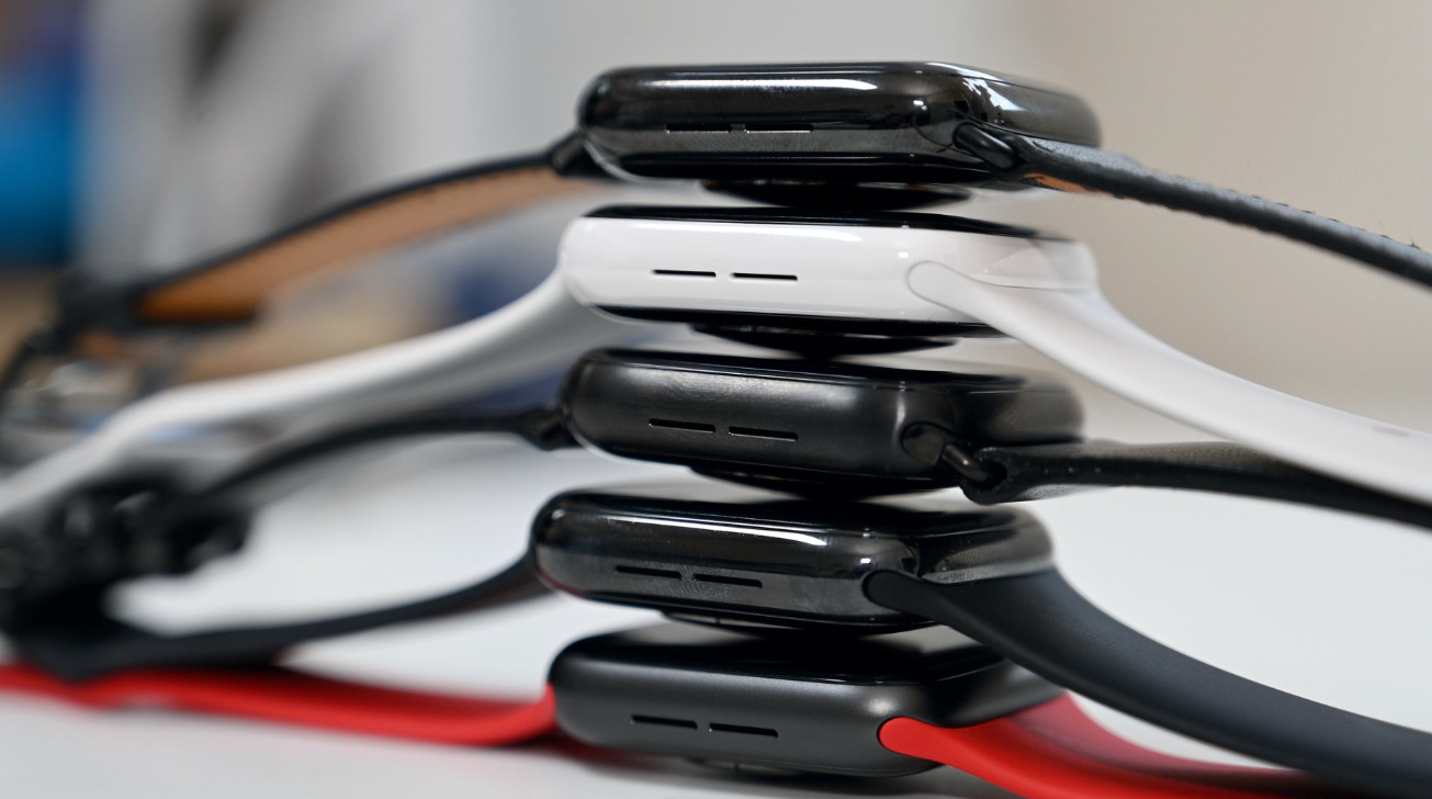 Apple Watch outsells all Swiss firms combined, plus a new fight over health records on the AppleInsider podcast
