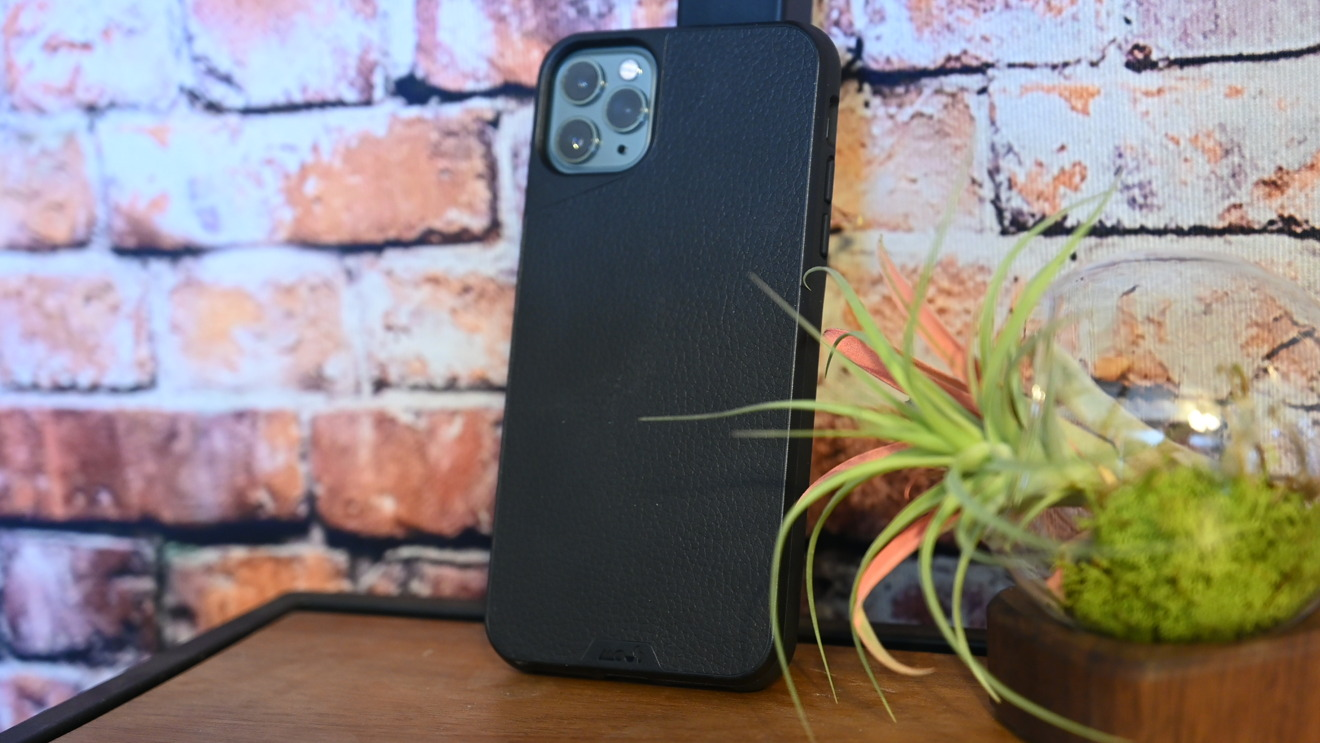 The Mous Limitless 3.0 case in black leather