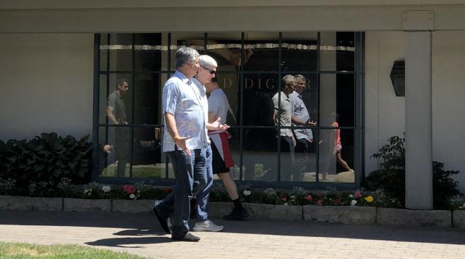 Apple's Tim Cook and Eddy Cue at Sun Valley 2018 (via Alex Heath/Twitter)