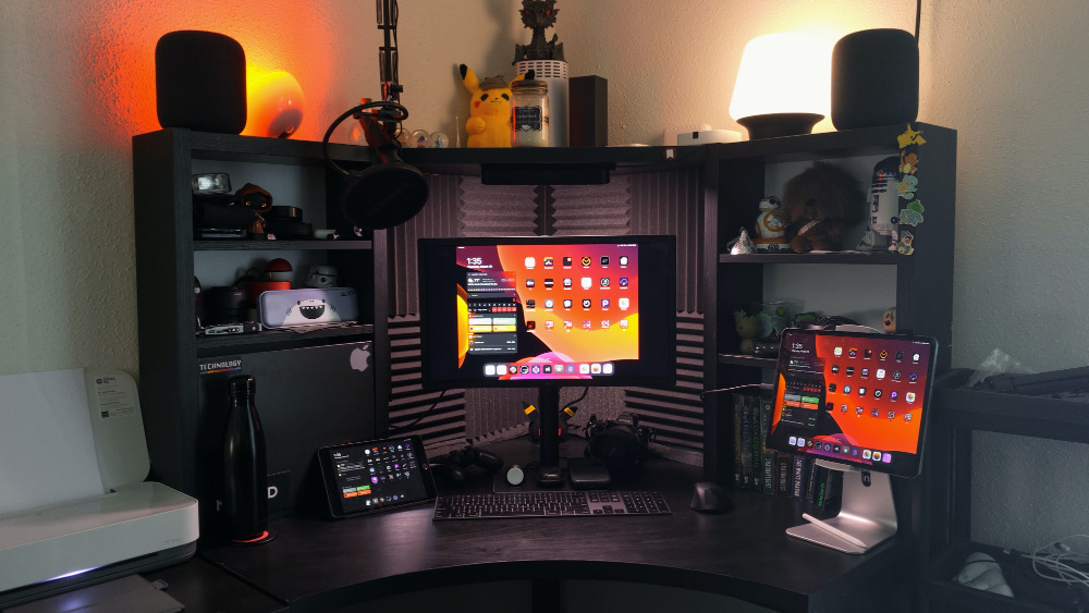That's not a Mac on writer Wesley Hilliard's desk, it's an external monitor for an iPad Pro