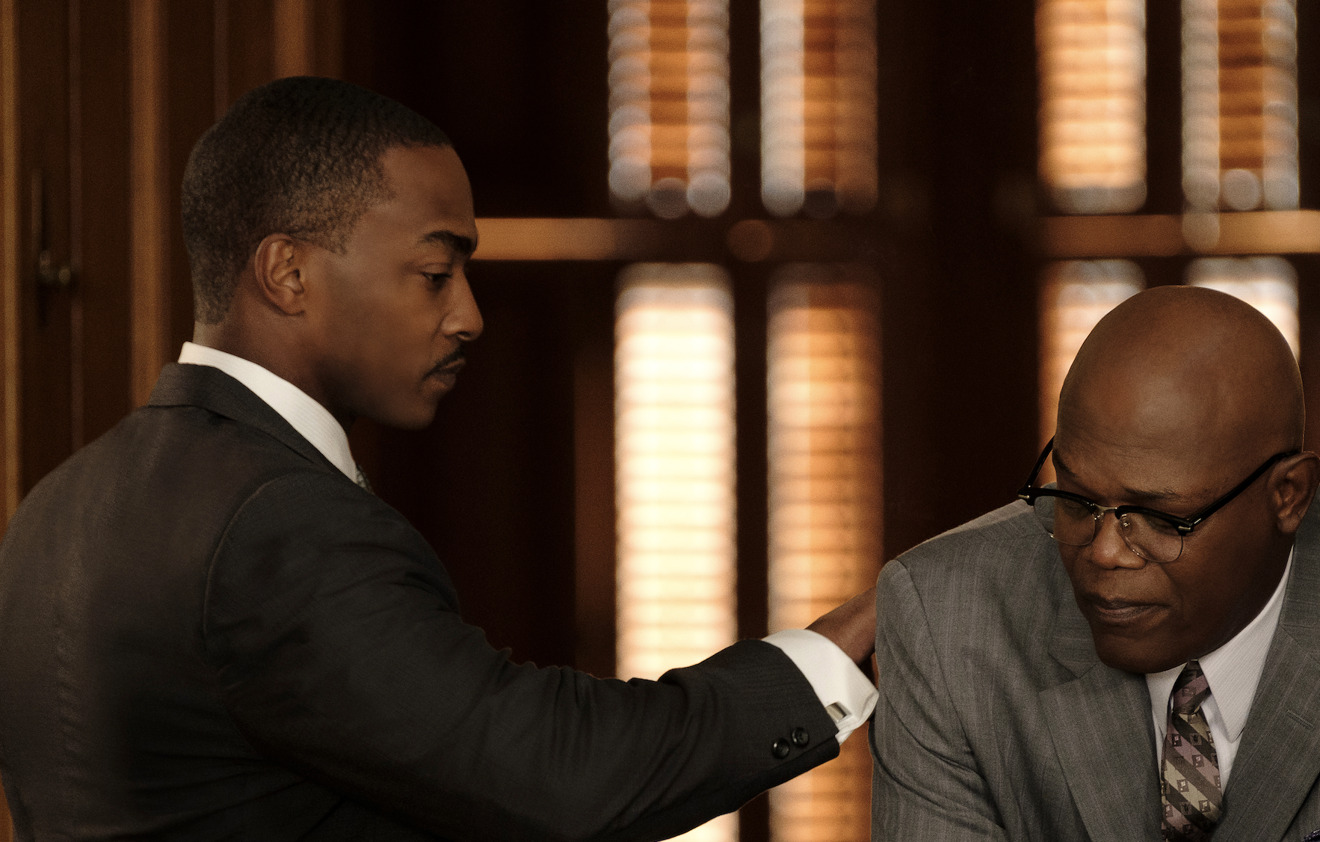 Anthony Mackie and Samuel L. Jackson in The Banker (Apple)