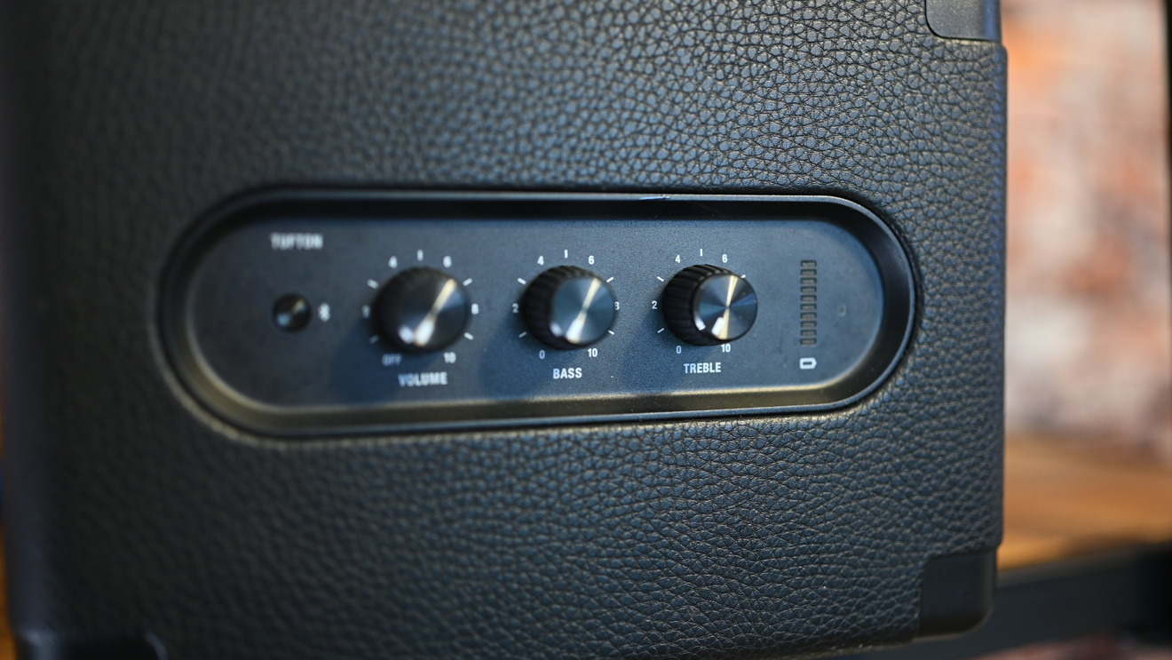 Three physical knobs are used to control volume, treble, and bass