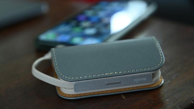 Moshi iongo 5K duo charging an iPhone