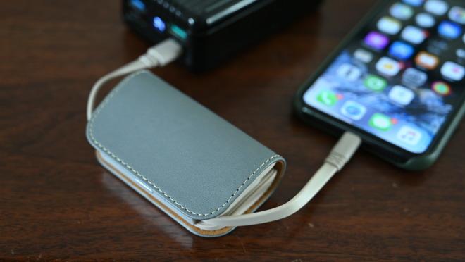Moshi iongo 5k Duo is an incredible portable battery