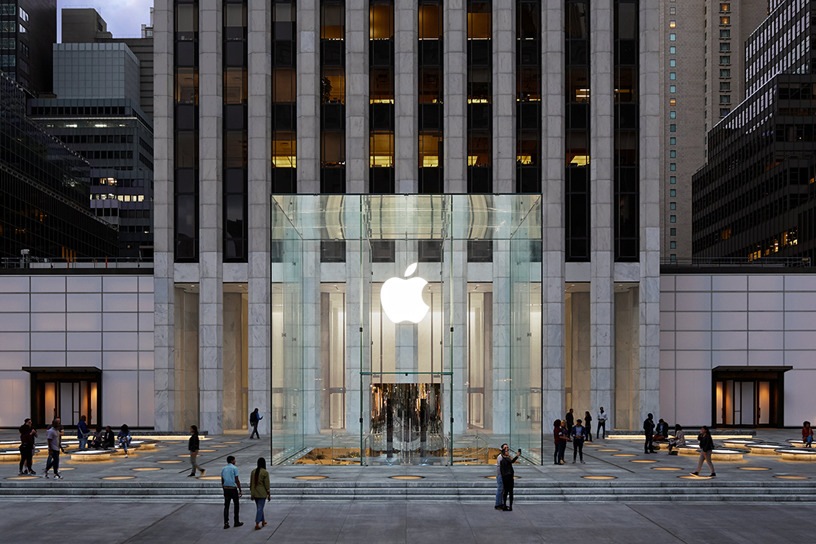 Image of article 'Judge rules shareholders can sue Apple for 'misleading' 2018 iPhone demand statements'