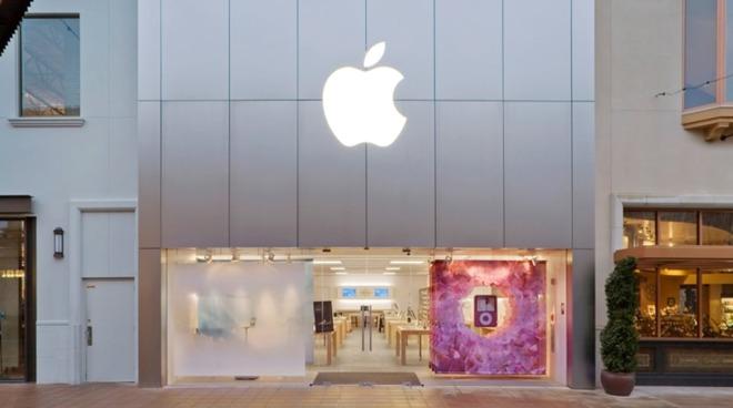 The Bridgeport Village Apple Store in Tigard, Ore.