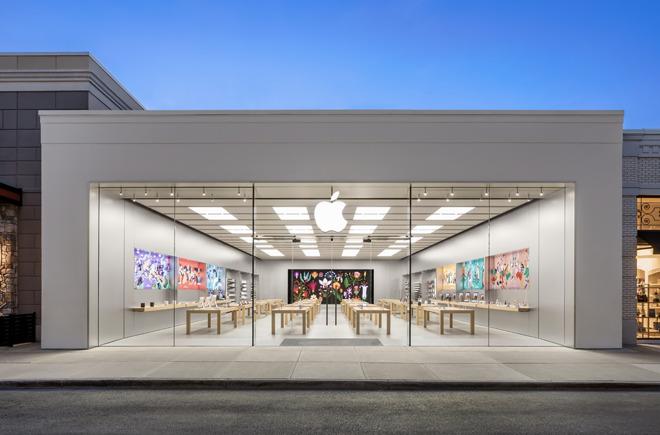 The Apple Easton Town Center Apple Store in Columbus, Ohio