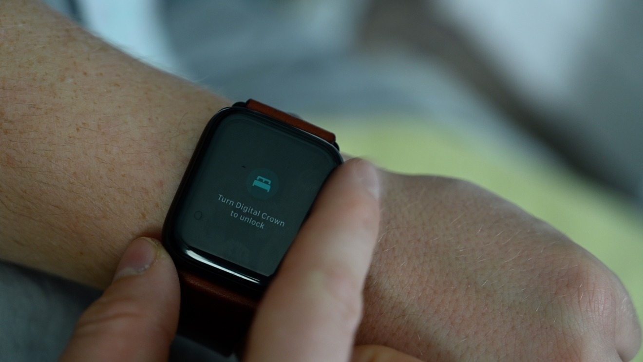 Rotate the Digital Crown to use Apple Watch in sleep mode