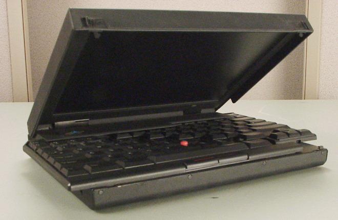 IBM ThinkPad 701's Butterfly keyboard moved outwards when the lid was open. (Source: Mikebabb on Wiki Commons)