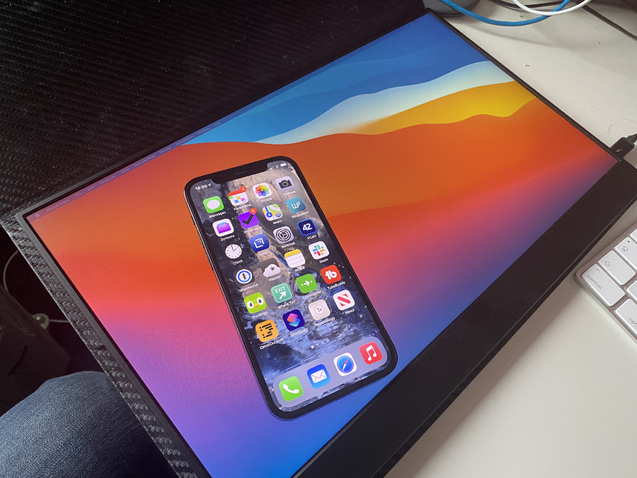 While the iPhone 12 Pro screen's maximum brightness is roughly four times brighter than the Vissles one, in real-world use, the difference is noticeable yet not striking