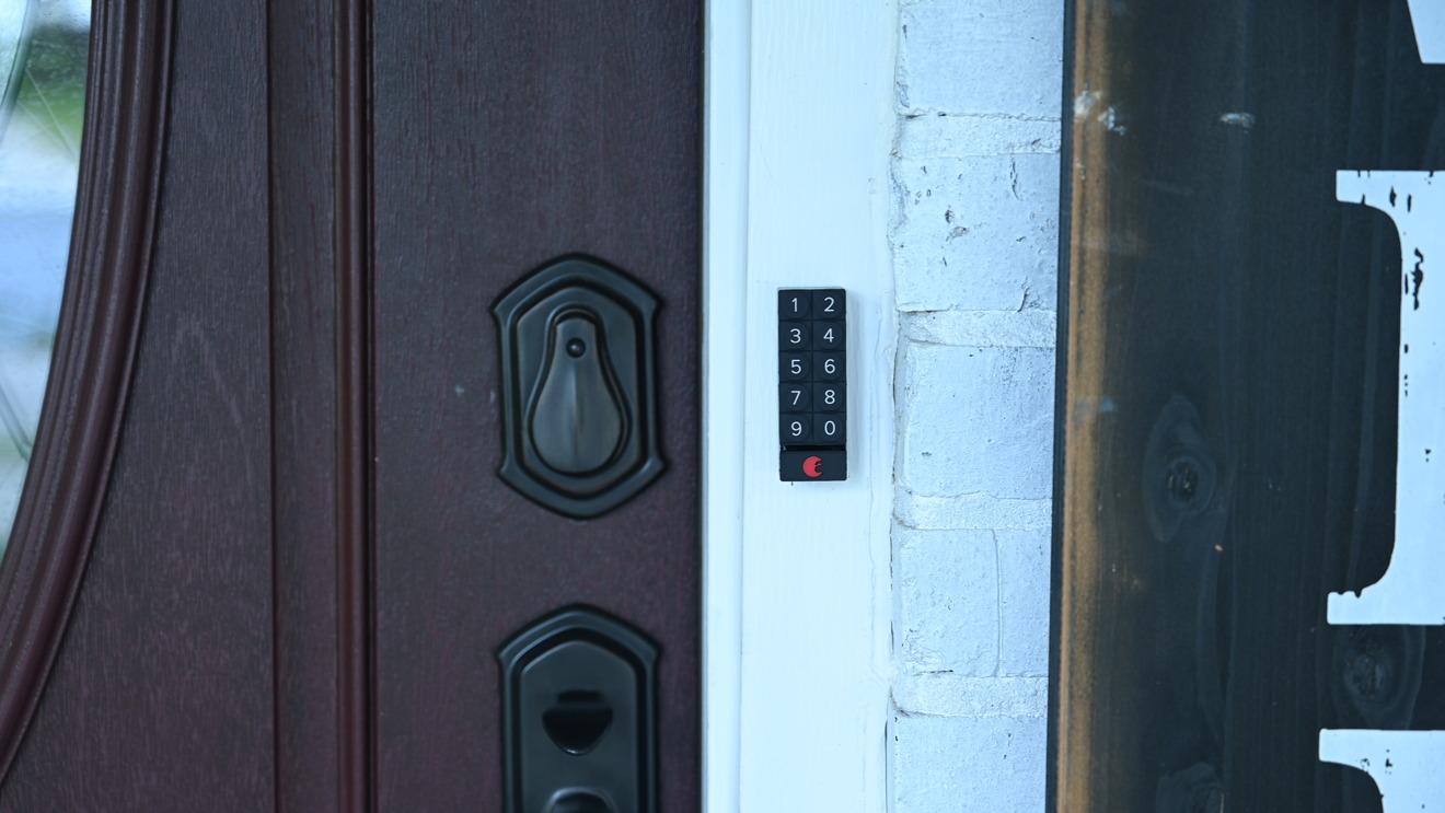 August Smart Keypad mounted to door