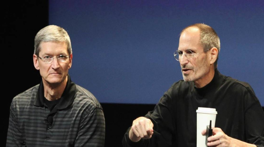 Tim Cook (left) and Steve Jobs