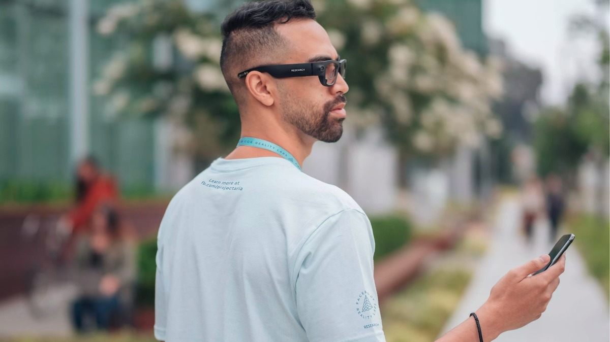 Ray-Ban is Working on New Smartglasses with Facebook
