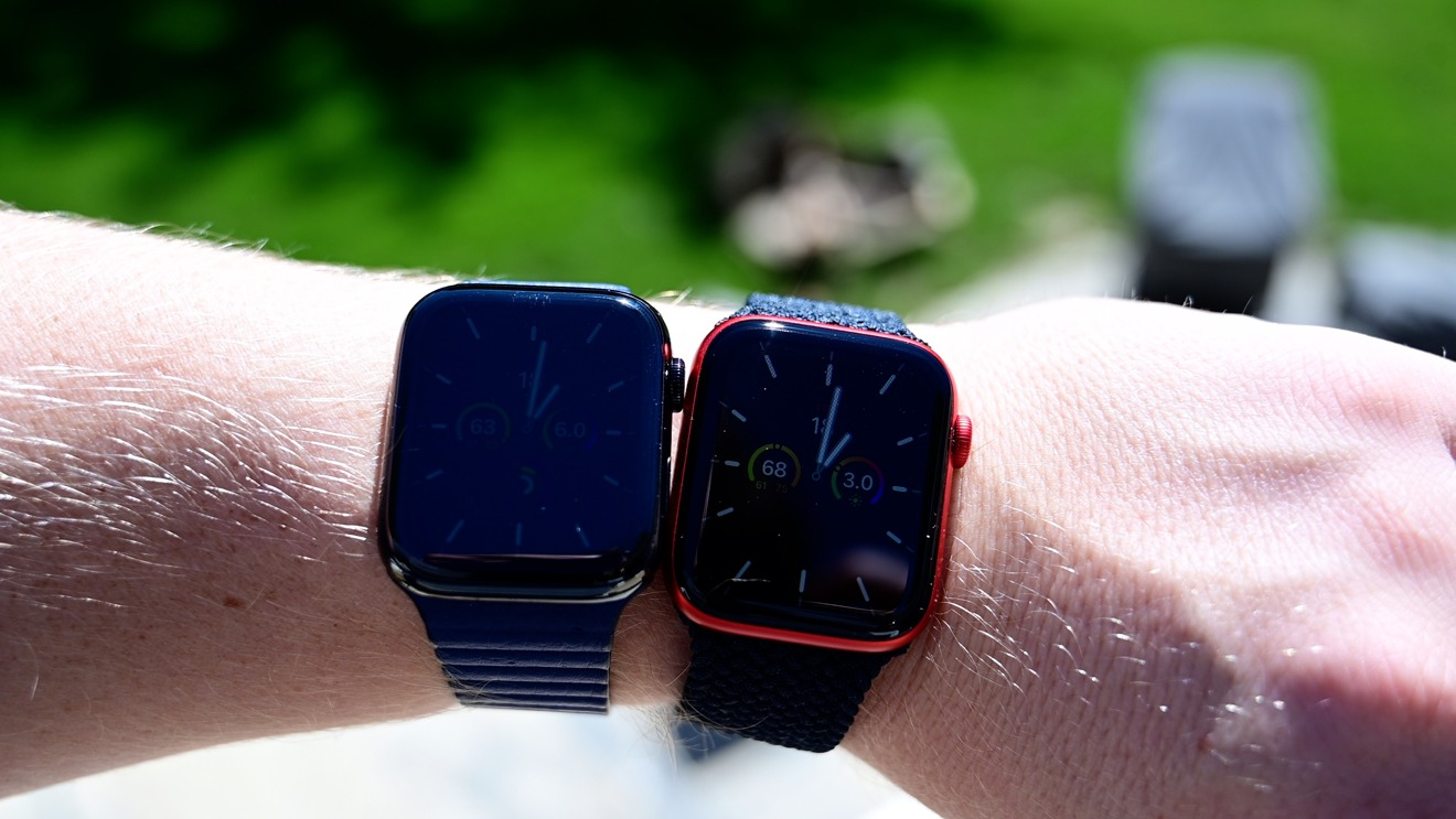 Apple Watch Series 5 (left) and Series 6 (right) comparing the displays when inactive