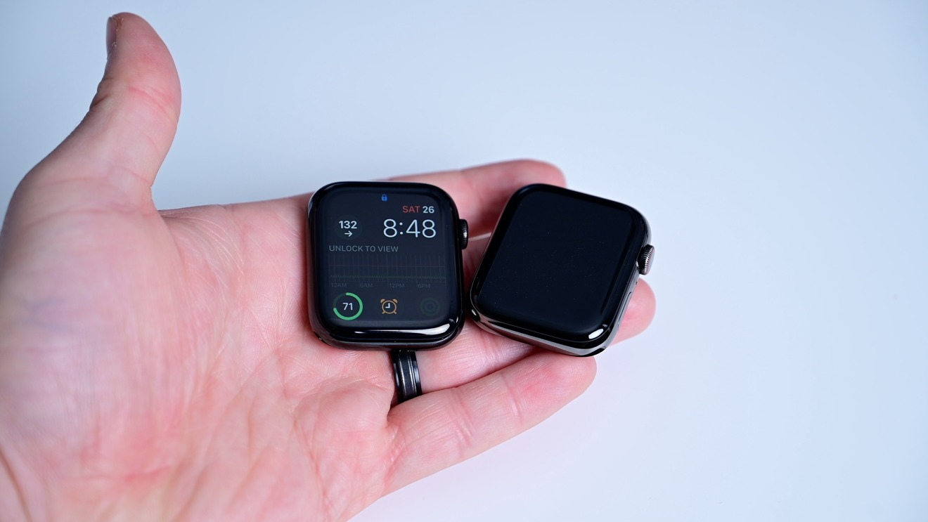 Although the graphite is a bit lighter, it and Space Black still communicate 'Black Apple Watch' to spectators.