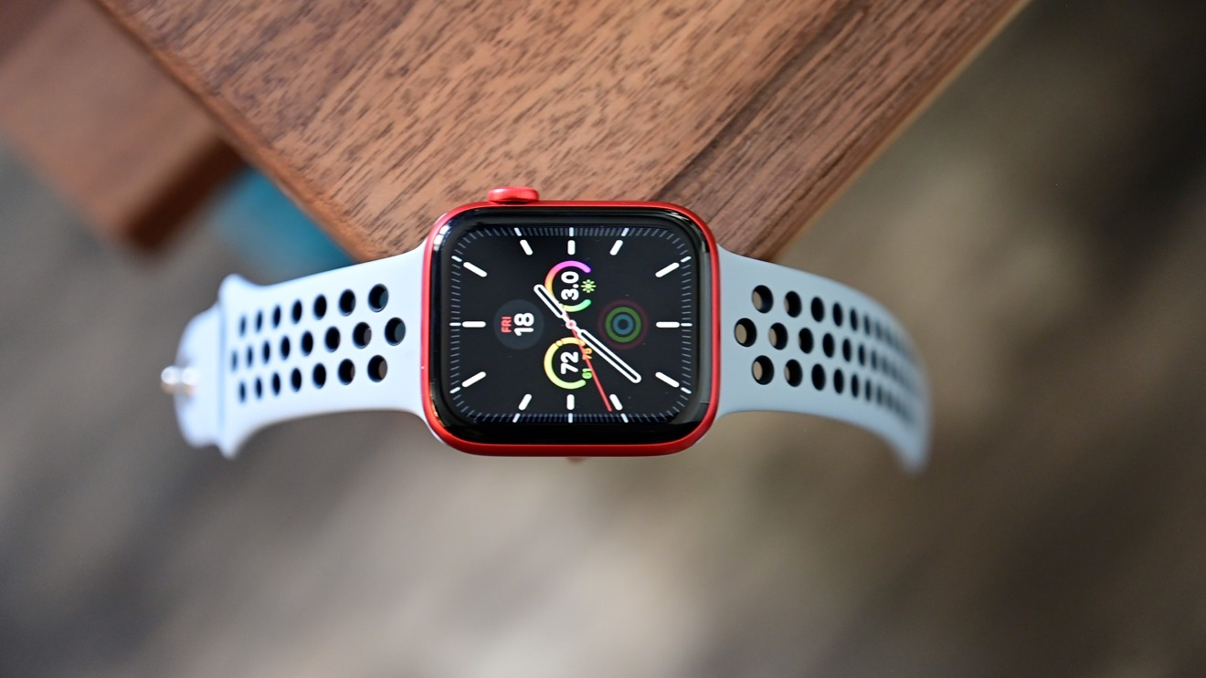 Apple Watch Series 6 in red