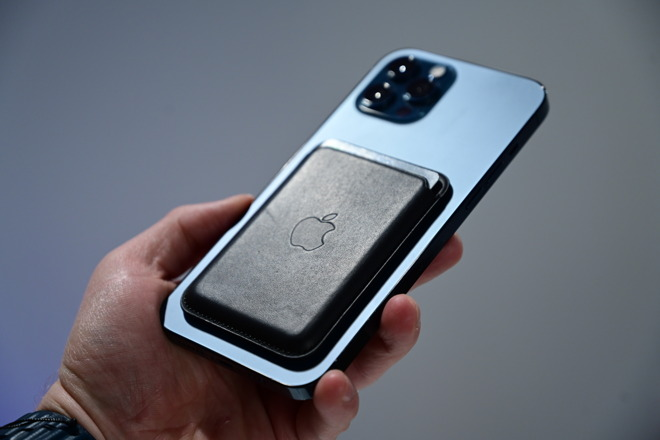 MagSafe wallet directly on iPhone 12 Pro Max without a case