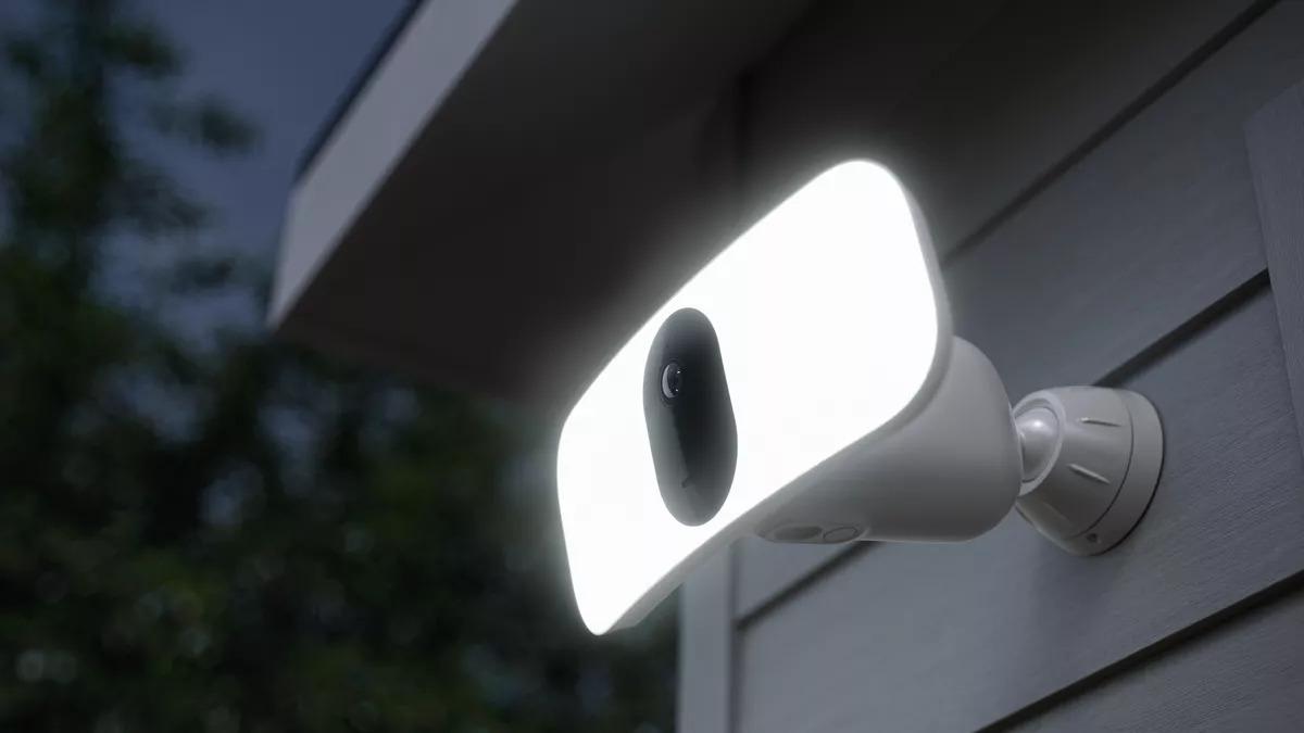 Arlo Pro 3 Floodlight Camera works with HomeKit