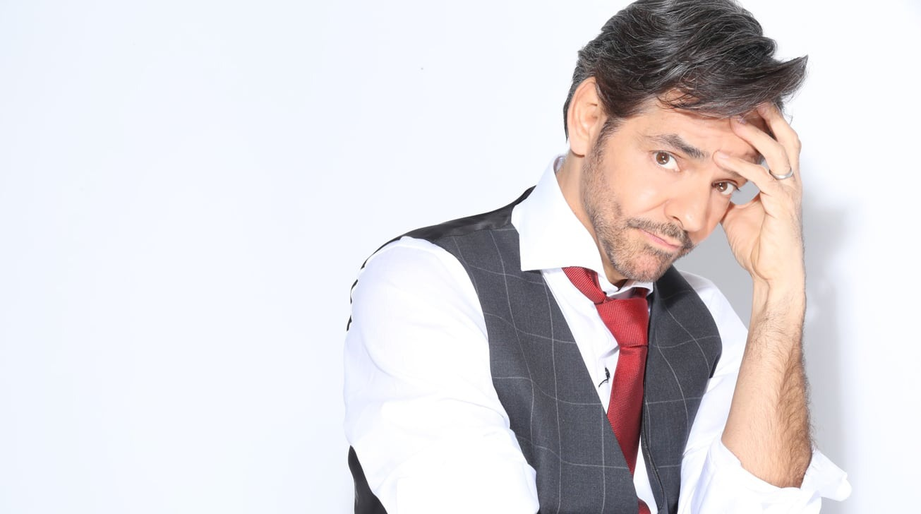 photo of Apple orders bilingual comedy 'Acapulco' starring Eugenio Derbez image