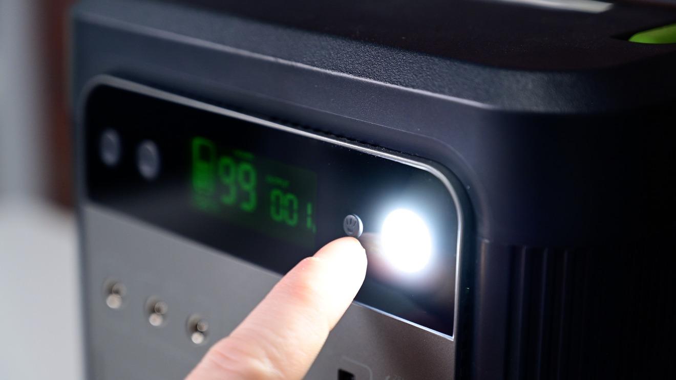 Zendure SuperBase 500 имеет встроенную светодиодную подсветку.