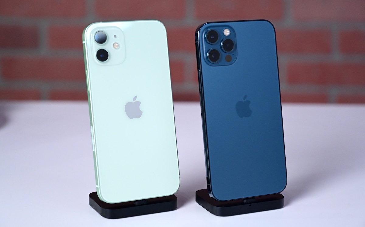 IPhone 12 (слева) и iPhone 12 Pro (справа)
