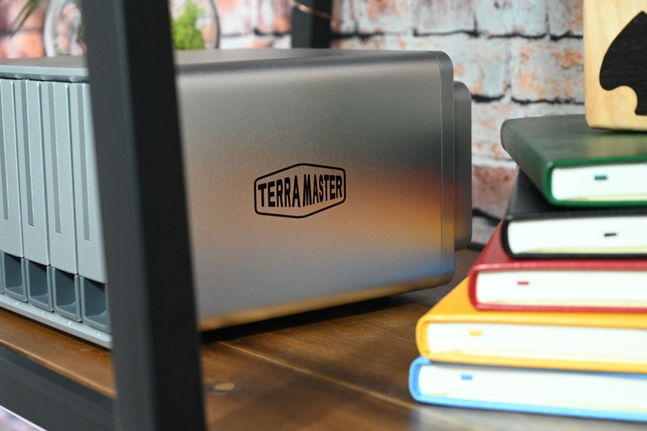 The TerraMaster D5-300C can easily fit on a shelf or a desk with its small size.