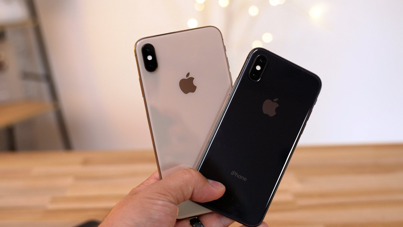 The iPhone XS with its larger sibling, the iPhone XS Max