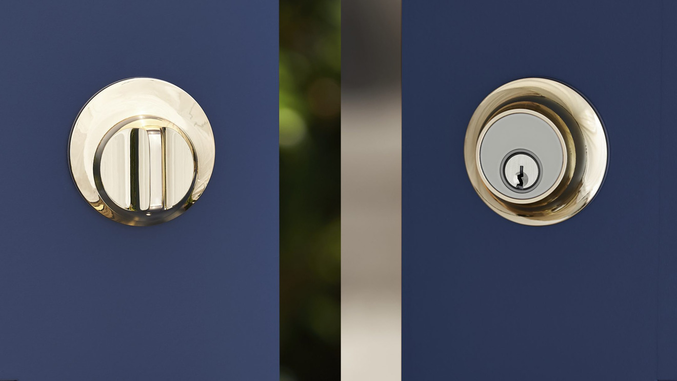 Level Touch in polished brass