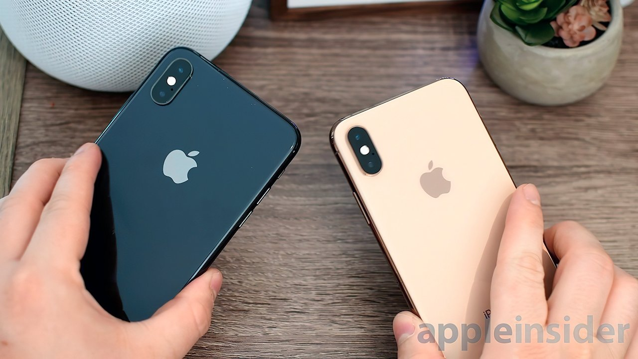 The iPhone XS Max (L) with the smaller iPhone XS