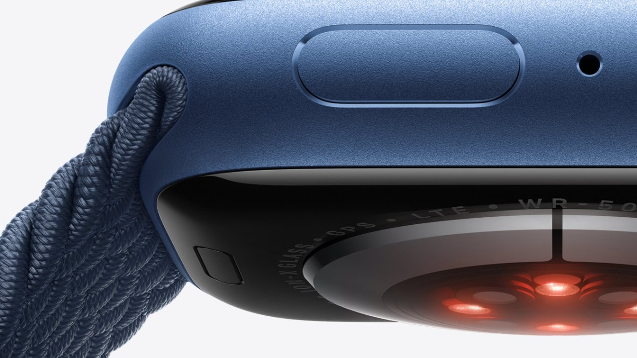 The heart rate and blood oxygen sensors take background readings to monitor your health