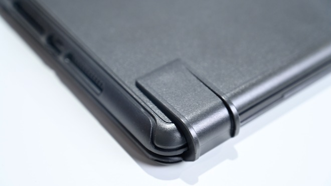 The new hinge design on the Brydge 10.2 Max+