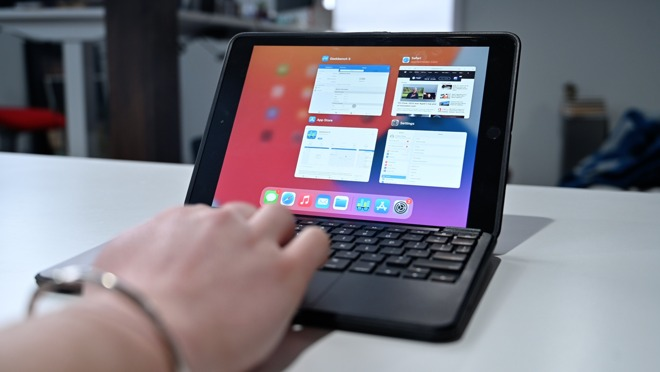 Multitasking using the multitouch trackpad on Brydge 10.2 Max+
