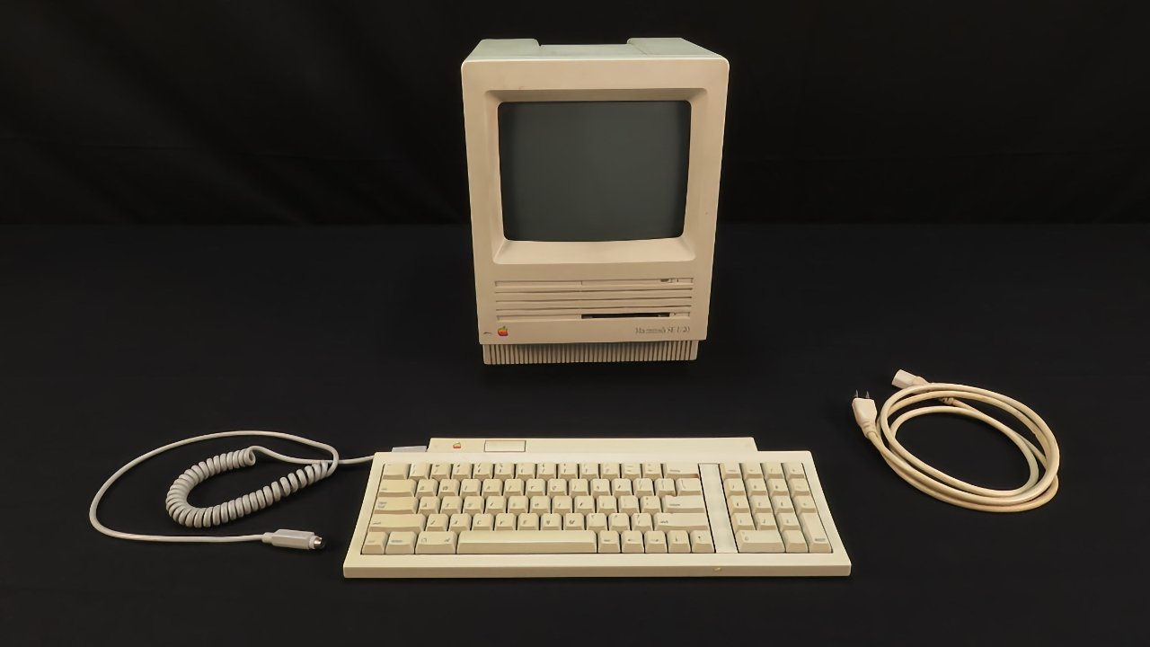 The Macintosh SE debuted in 1987 just as Apple's popularity was waning