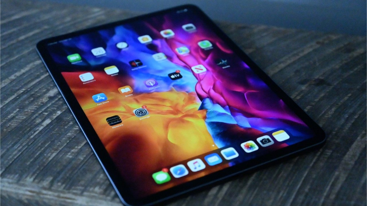 iPad: Great screen, few microphones and small speakers